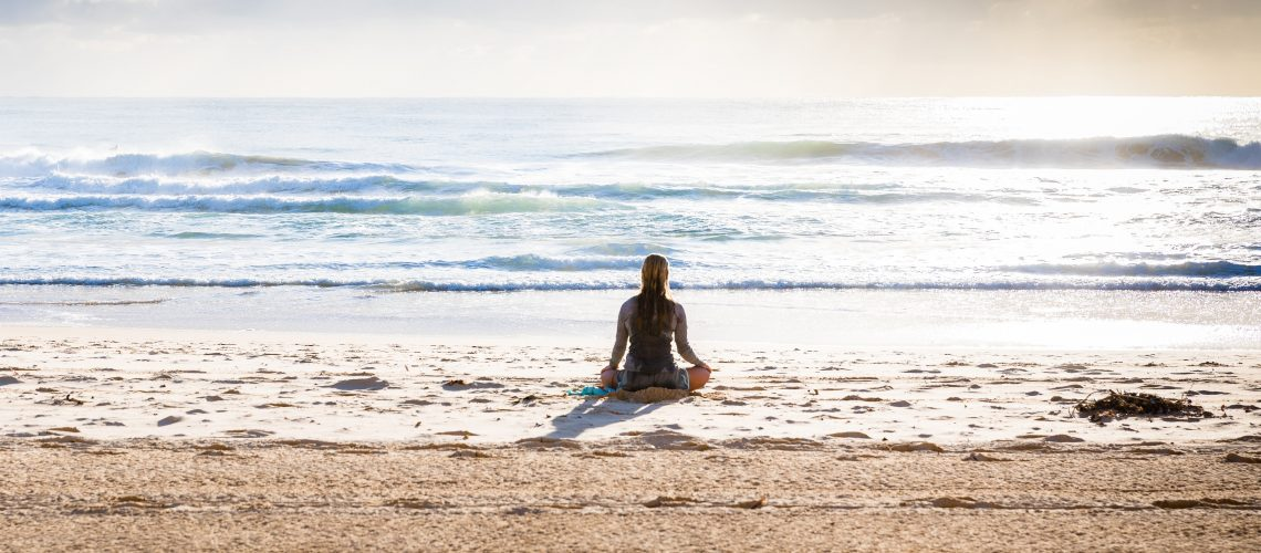 Online meditation courses from a beach